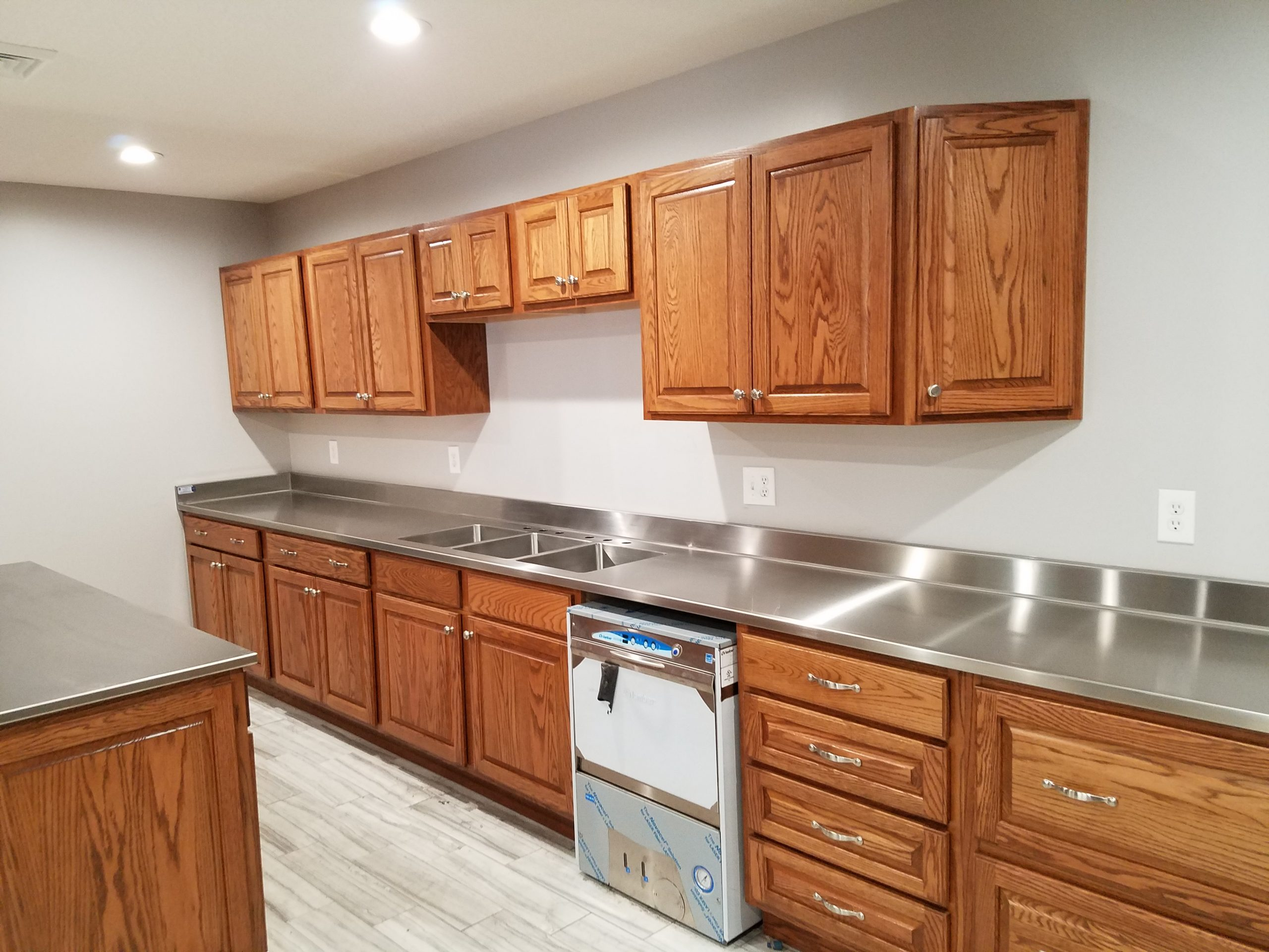 Lodge Custom Stainless Steel Counter Top with 3 integral sinks